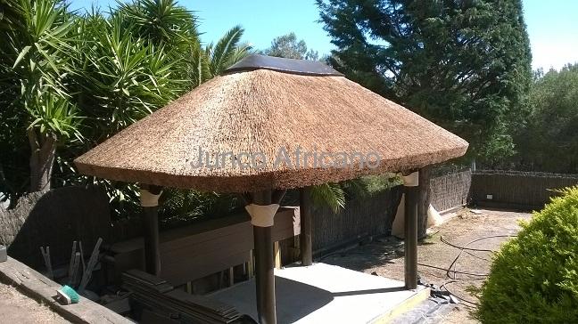Sombrillas de carrizo sombrillas de carritx junco for Como hacer una sombrilla para jardin