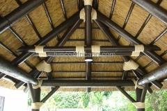 interior de pergola con junco africano cerchas cargaderos y decoracion con cuerdas