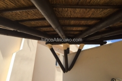 Interior Pergola de Madera con Cubierta de Junco