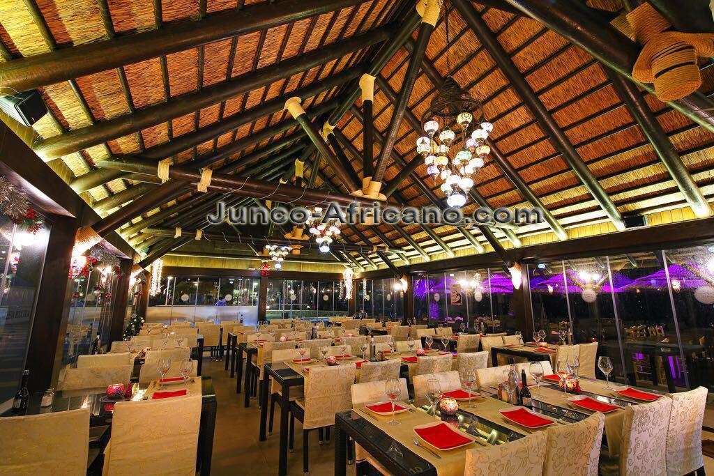 Restaurante con pergola de junco africano